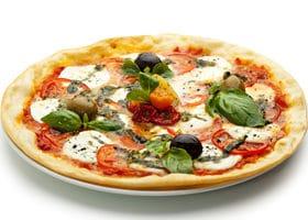 Basilikum Blätter auf Pizza