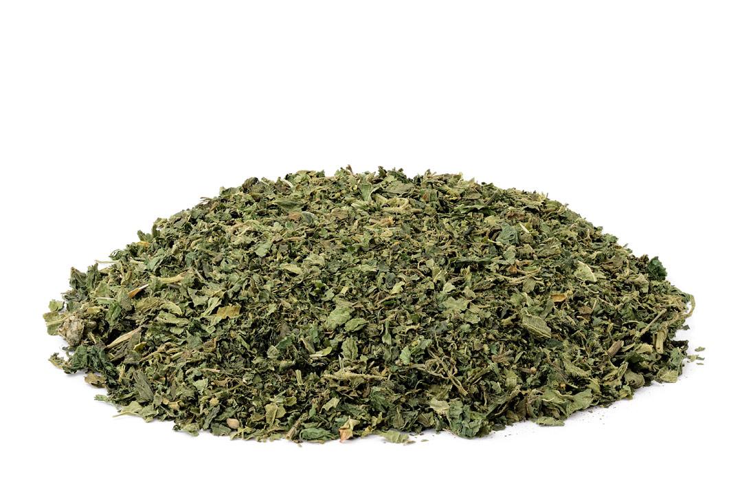 Brennnesselblätter-getrocknet-für-Teezubereitung
