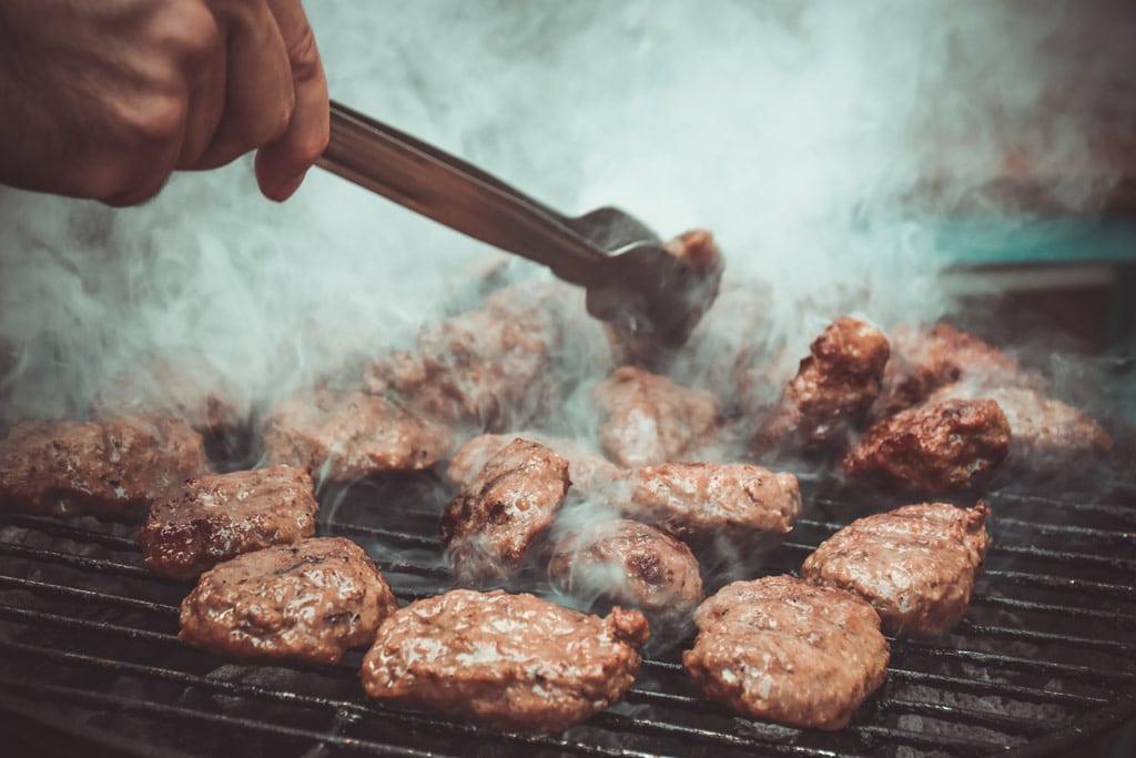 Rauchsalz Frikadellen auf dem Grill
